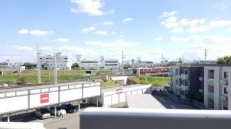 バルコニーからの眺望です♪周囲からの目線も気になりませんね(^^)