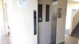 エレベーター付きで重たい荷物も楽々移動できますね(^^)