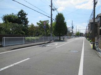 前面道路は東側幅員9.7mです!! 開放的ですね(^^)