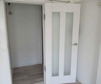 リビングのドアは新品のホワイトアッシュ柄です♪
