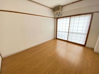 バルコニーに面する洋室6帖です♪室内はリフォーム済み!お手入れ無しで即ご入居していただけます(^^)ぜひ現地でご確認ください(^^)お気軽にネクストホープ不動産販売までお問い合わせを!!