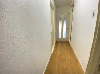 玄関から廊下です♪リフォーム済みで即ご入居していただけます!!ぜひ現地でご確認ください(^^)お気軽にネクストホープ不動産販売までお問い合わせを!!