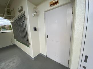 玄関ドアです♪角部屋です!1