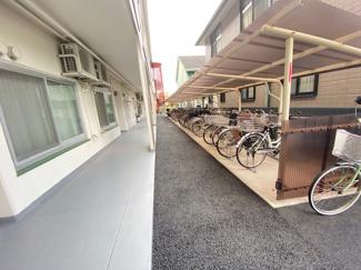 駐輪場です♪屋根付きで雨から大切な自転車を守ってくれます!!