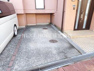玄関横には駐車スペース1台分有り!
