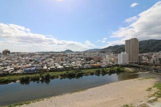 バルコニーからの眺望です♪武庫川のせせらぎを感じられるステキな眺望です!!