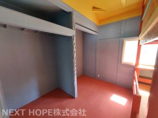 2階洋室3.5帖です♪黄色のドアの居室です♪収納スペースも設けられております!ぜひ現地をご覧ください(^^)お気軽にネクストホープ不動産販売までお問い合わせを!!