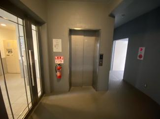 エレベーターです♪ご紹介のお部屋は1階部分です!