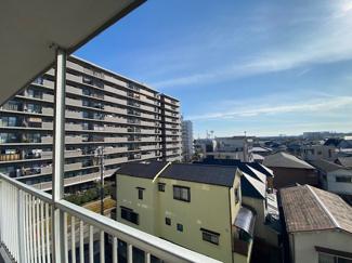 バルコニーからの眺望です♪南向きでたいへん明るく陽当り陽光です!!