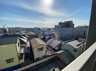 バルコニーからの眺望です♪4階部分で素敵な眺望です!!