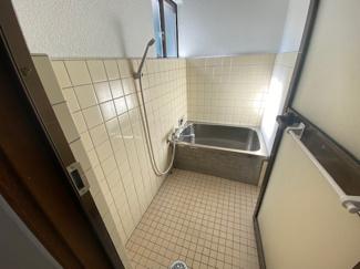 浴室です♪窓も有り、カビ対策も出来ますね(^^)