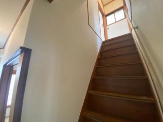 階段部分は手すり付きです♪お子様やお年を召された方も上り下りが安全安心ですね(^^)