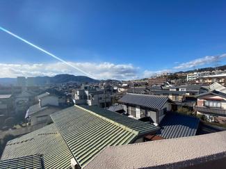 バルコニーからの眺望です♪周囲からの目線もきになりませんね(^^)