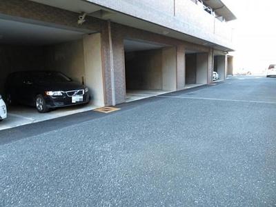 駐車場の空き状況に関しましては、お問い合わせください。