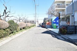 前面4.0m公道です。車の通行はほとんど御座いませんので小さなお子様にも安心の立地です。