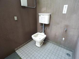 ペット可のマンションならではの装備、ペット用のトイレです。