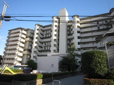 総戸数137戸のビックコミュニティマンション、シャルマンコーポ川口です。