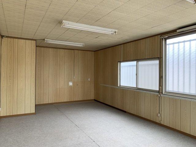 【洋室】S様関戸倉庫兼事務所