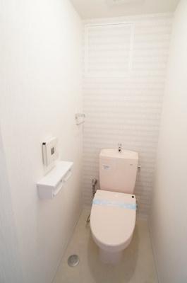 【機能がポイント!】 高機能のトイレです。 ツインペーパーホルダーなので、 もしもの時も慌てない!!