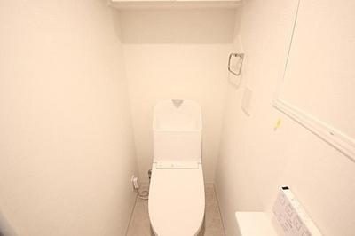 現代の必需品、ウォシュレット付トイレ新規交換済。