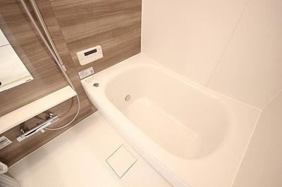 追焚機能・浴室換気乾燥機付ユニットバス新規交換済。