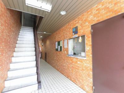 管理人室・共用部分の階段です。