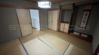 2階の和室です。床の間もあります。