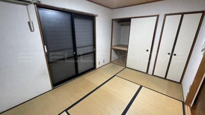 畳の上でゆっくりとくつろげる和室です。