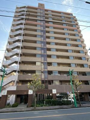 SRC造14階建てマンションの最上階にお住まいはございます。