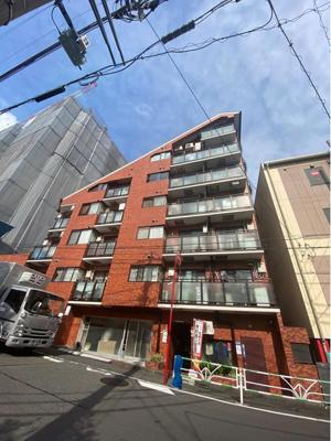SRC造8階建てマンションの7階部分にお住まいはございます。
