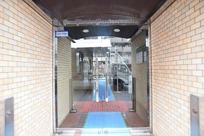 東京メトロ東西線「神楽坂」駅徒歩約7分。