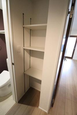 ★トイレ横に収納棚あり★