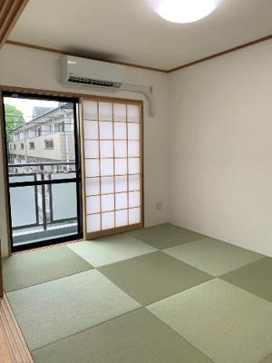 畳の感触を味わいながらおくつろぎいただける和室もあります。