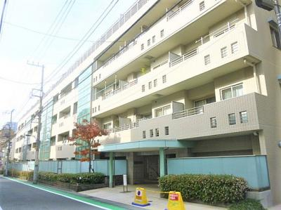 副都心線「西早稲田」駅から徒歩約5分の立地のマンションです。