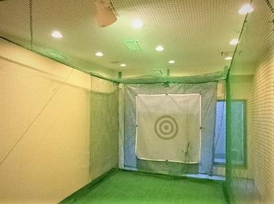 地下にはゴルフスイングルームを完備しています。