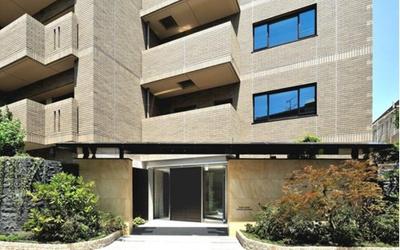 2017年築の総戸数46戸の低層マンションです。