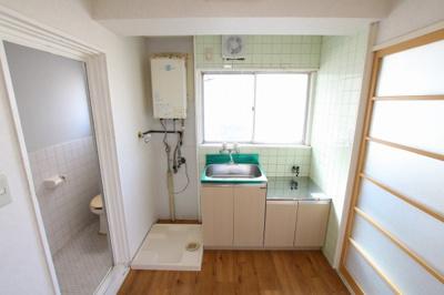 コンフォート竜泉 キッチンはガスコンロ2口が設置可 ※写真は同タイプのお部屋です