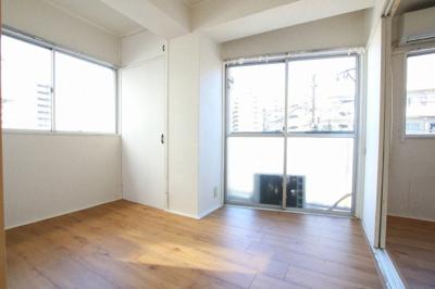 コンフォート竜泉 洋室4帖(洋室6帖側から) ※写真は同タイプのお部屋です