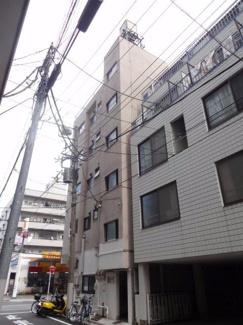コンフォート竜泉 鉄筋コンクリートの5階建てマンション。三ノ輪駅から徒歩6分・入谷駅から徒歩7分の好立地。スーパーが近くにあり買い物も便利。