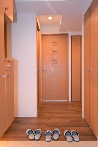 ドアを開けるとこんな感じです。