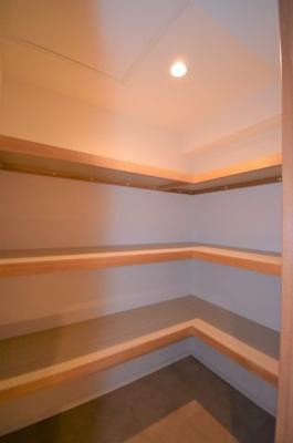 納戸は1.6帖程のスペースがあります。