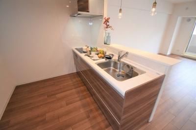 キッチンは対面式になってます。