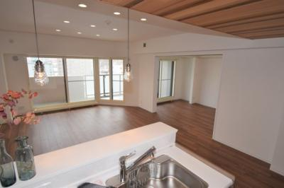 キッチンからはLDKから洋室までが見えますので家族との距離も近いですね!