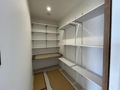 納戸にはカウンターがあり、リモートワーク等にも使えます。