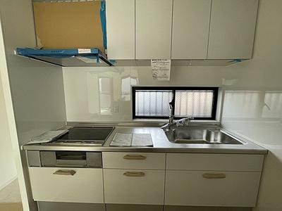 新規交換済で清潔感のあるキッチン。収納も豊富です。
