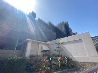 【ラ・ビスタ宝塚ウエストウィング二番館】地上15階建 総戸数178戸 ご紹介のお部屋は4階部分です!高台で ステキな眺望を望めます(^^)※令和3年3月19日現在:大規模修繕工事中です!