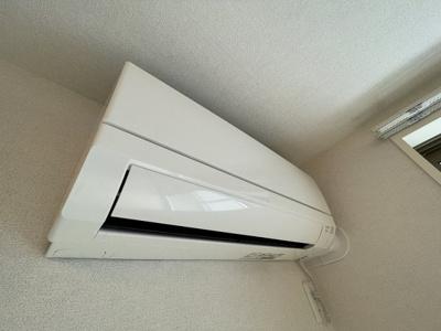 ※参考写真※リビングダイニングキッチンには暑い夏や寒い冬に大活躍のエアコン付きです☆冷暖房完備で1年中快適に過ごせます♪