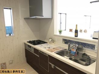 【同社施工事例写真】お料理しながらリビング・家族を見渡せる対面キッチン♪家族の会話もはずみます♪