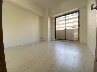 室内(2020年12月)撮影 玄関左側、北側洋室5.2帖です。北側のバルコニーに面しています。