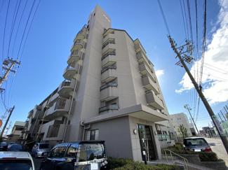 総戸数25戸の4階に位置する当物件は日当たり良好です♪名古屋中心部にほど近く、商業施設や教育施設や病院が利用しやすいです。